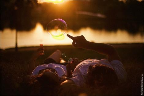 idealism,bubbles,love,romantic-69b1ced10b37b820b84166302162a53b_h